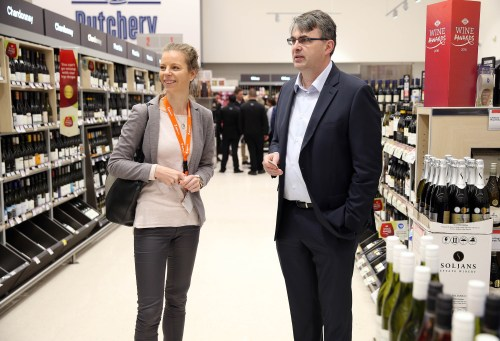 08.11.2016 Maaike de Jong from Davanti Warehousing (L) and Vaughan Grant, (R) GM Supply Chain from Foodstuffs as participants in a Trade Mission from the Netherlands visit the Victoria New World in Auckland. Mandatory Photo Credit ©Michael Bradley.
