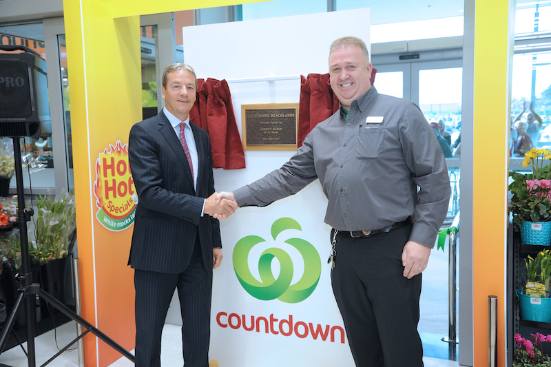 L-R Andrew Bayly, Hunua MP, with Kevin Morgan, Countdown Beachlands Store Manager copy