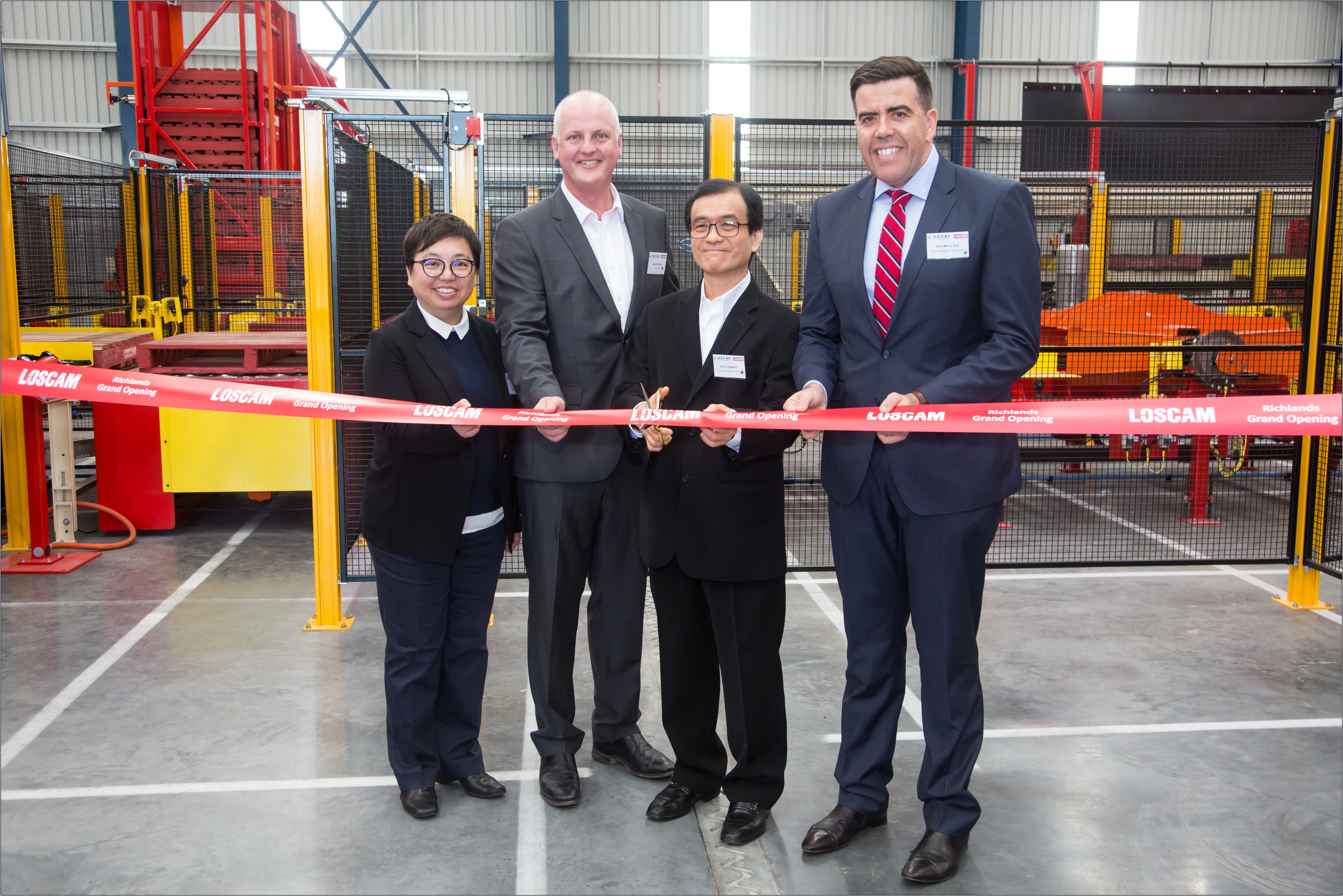 Ribbon-cutting by officiating guests: From right to left: Mr Milton Dick MP, Federal Member for Oxley; Sirin Limpaitoon, President of China Merchants Loscam; Daniel Bunnett, Executive Vice President of Australia and New Zealand and Linda Tsui, Executive Vice President of Finance of China Merchants Loscam
